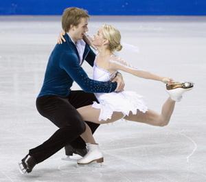 skate pair close